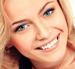 Mergina po profesionalios burnos higienos procedūros